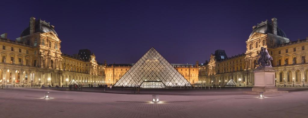 Carrousel du Louvre - Louvre Cour Napoléon