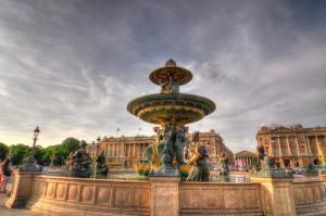 Champs Elysées - Fountain_at_Place_de_la_Concorde,_Paris_2012